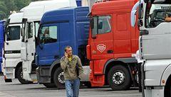 Dopravcům už zase chybí tisíce řidičů, nedávno přitom propouštěli
