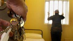 Podmínky ve vazbě jsou tvrdé, vzkázali z Řecka zadržení Češi