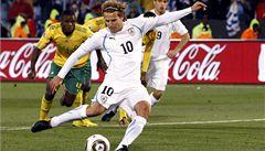 Forlán dvěma góly dokázal nemožné: umlčel vuvuzely