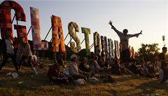 Začal festival Glastonbury. Lidé na něj čekali deset hodin v koloně