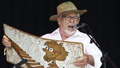 Australský umělec Rolf Harris byl obviněn z pedofilie