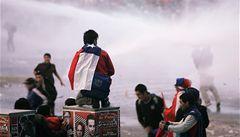 Fanouškům Chile oslavy postupu zhořkly, přes stovku jich zadržela policie