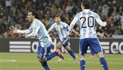 Argentina porazila Mexiko 3:1 a postupuje, rozhodčí znovu chyboval