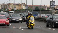 Praha se přiblíží asijským metropolím, v ulicích začíná jezdit mototaxi