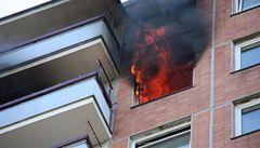 Ve Zlíně hořel obří bytový dům, obyvatelé museli utéct