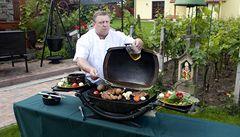 Grilování podle Havlova kuchaře. Základem je kvalitní marináda