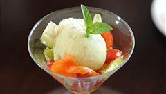 'Uvařte' si zmrzlinu sami. Recept na osvěžující bazalkový sorbet