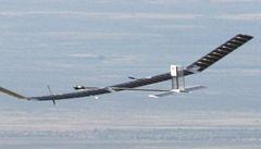 Solární letoun Zephyr je ve vzduchu už více než deset dní