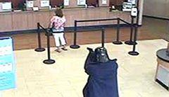 Muž převlečený za Darth Vadera vykradl newyorskou banku