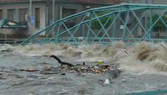 PODÍVEJTE SE: Velká voda strhla most ve Frýdlantě