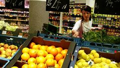 Pesticidy na ovoci zůstávají i po omytí, říká odbornice