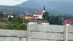 Na Slovensku vyrostla další kontroverzní zeď oddělující Romy