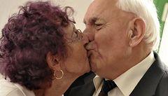 Výjimečné zásnuby v Onšově. Snoubence je 90, snoubenci 70 let