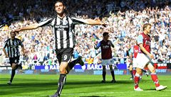Newcastle senzačně 'rozebral' Aston Villu, Manchester Utd. nevyhrál