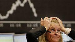 Pád akcií byl strmý. Obchody se zastavily