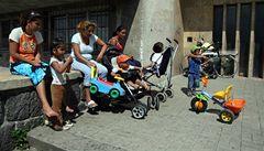 Rodiny záškoláků nedostanou dávky. Stát tak chce zvýšit vzdělanost Romů