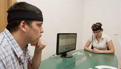Jak se dává gól mozkem? Mindball trénuje jeptišky, manažery i odstřelovače
