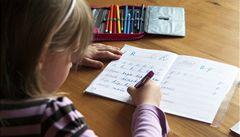 Nenechávejte děti propadat, učte je v létě, radí Česku OECD