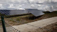 Solárníci dluží Čechům miliardy. Stát zůstává laxní