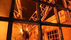 Průmyslovou halu na Plzeňsku zachvátil požár