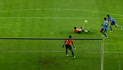 VIDEO: Baroš uchvátil krásným gólem Turecko. Přidal další dva a zranil se