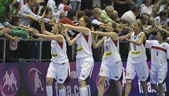 Basketbalistky se letecky přesunuly do Karlových Varů na závěr MS