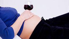 Alkohol v těhotenství škodí dětem více, než se myslelo