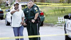 Další šílený střelec v USA: Jezdil po městě a střílel do lidí, pak zabil sebe