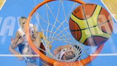 Co je pivot a co šestka? Přečtěte si basketbalový slovníček