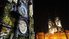 Staroměstský orloj oživila videoprojekce. Tentokrát i s komunisty