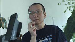 Čína pustila z vězení básníka a nobelistu Lioua. Má rakovinu