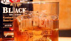Potomek Jima Beama prý neuznává při pití bourbonu žádná pravidla