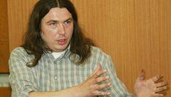 Aktivista Penc byl zatčen, poslancům přinesl krabici konopí