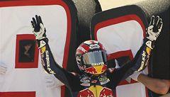 Sedmnáctiletý Marquez mistrem světa, Lorenzo vyhrál i ve Valencii