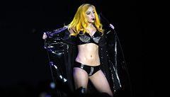 Lady Gaga bude mít dvojnice. Osm figurín z vosku v typických šatech