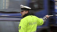 Opilou řidičku zadrželi policisté, nabízela jim 50 tisíc