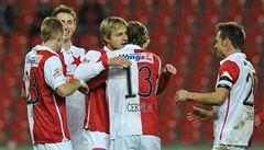 Zadlužená Slavia je v krizi, její hráči ale zdarma odletí za sluncem
