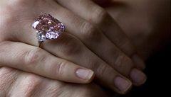 Padne rekord? Vzácný růžový diamant možná vydraží za 700 milionů