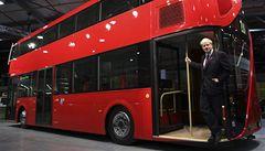 Do nových autobusů v Londýně se bude opět smět naskakovat za jízdy