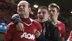 VIDEO: Jako první gratuloval fanoušek. Rooney hlásí: 'Jsem zpět'