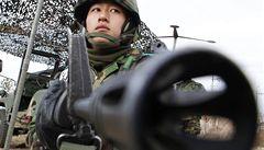 Praní, rajóny. Jihokorejský generál a jeho choť nakládali s vojáky jako s otroky