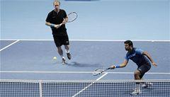 Deblisté Dlouhý a Paes v Londýně opět prohráli, postupuje Federer