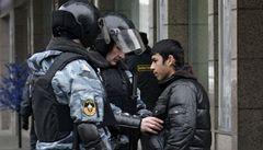 'Chci samé jedničky, Alláh ti buď milostiv.' Kavkazské děti hrozí učitelům smrtí