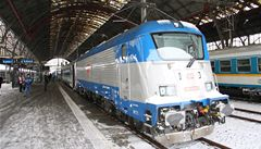 Přelomová lokomotiva Škoda 109E poprvé táhla vlak s cestujícími