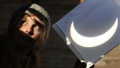 Nad Evropou se schovalo Slunce. Částečné zatmění viděli i Češi