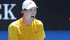 Berdych je v Austrálii už ve 3. kole, Federer se trápil pět setů se Simonem