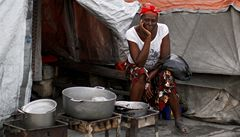 Haiti rok poté: milión lidí v provizorních táborech, cholera a politická krize