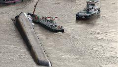 Z tankeru do Rýna uniklo malé množství kyseliny, Čech a Němec stále nezvěstní
