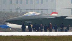 Čína se chlubí neviditelným letounem. A ten je asi kopií zřícené F-117 v Srbsku