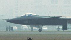 Čínská 'neviditelná' stíhačka absolvovala první zkušební let